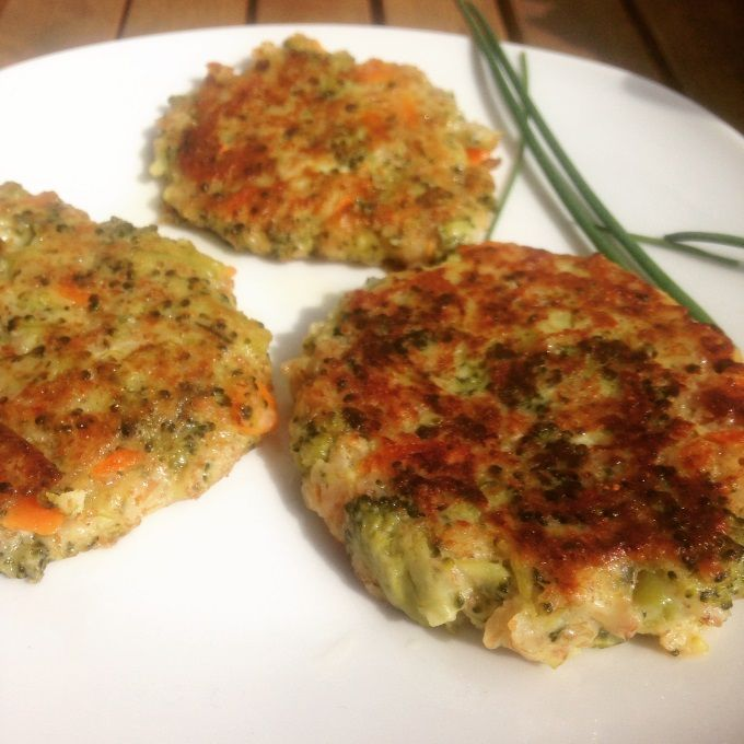 Brokkoli-Möhren-Dinkelflocken-Taler Rezept zum Selbermachen - Familienrezepte zum Selberkochen.