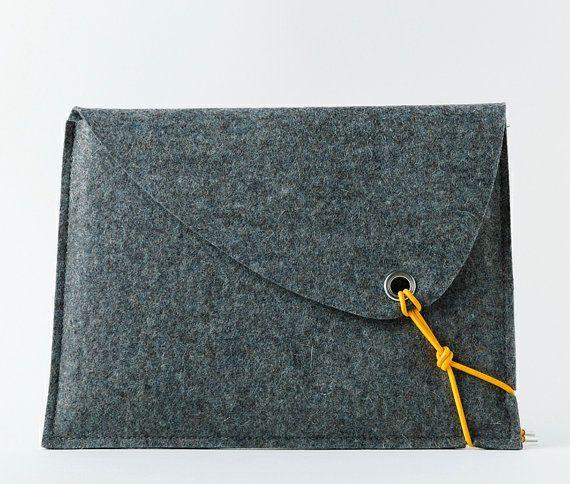 Ähnliche Artikel wie sCosy iPad bag - eine elegante und stilvolle  iPad Tasche, handgemacht aus 100% Wollfilz.. auf Etsy