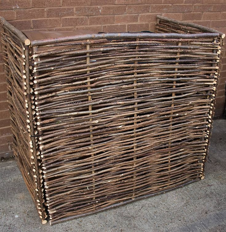 A sturdy double wheelie bin screen made of hazel.We have several related garden screens such as garden tidy and compost box also in hazel.This rustic screen consists of three panels of woven hazel. It can be used to hide your wheelie bins, containers or section off parts of a garden. The panels are made of natural sturdy hazel handwoven to produce a strong rustic screen which can be erected quickly and moved around easily. The item is delivered flat packed but assembly is simple using cable…