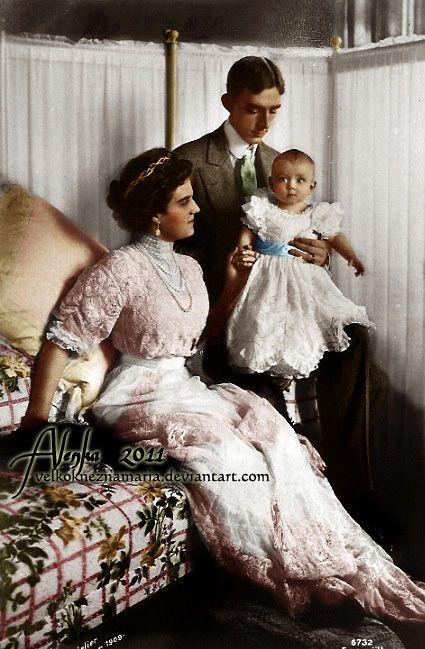 Gran Duquesa María Pavlovna Romanova de Rusia con su esposo, el príncipe Vilhelm de Suecia y su hijo Lennart. Más tarde se divorció de Prince Vilhelm y volvió a Rusia para apoyar a las tropas durante WWl como enfermera del ejército.