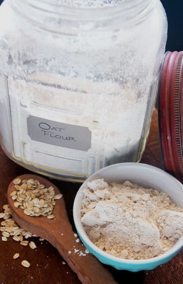 Where in the world do you find oat flour? Thankfully, if you've got a Blendtec blender, you're seconds away from a batch of freshly ground oat flour. #blenderrecipes #oatflour #blendtec