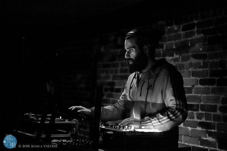 https://flic.kr/s/aHskzyArro | #LECYPHER WEEK 75 2016/05/05 // EMILE FARLEY FIN BACC // MONK.E + MARK THE MAGNANIMOUS | La semaine dernière on a reçu l'artiste multi-disciplinaire extraordinaire MONK.E en 1ère partie qui nous a présenté des tracks de son nouvel album ''Le Gris Impérial''. Le afterparty de la fin de bacc à Emil Farley a su regrouper les meilleur-es musicien-nes pour un jam de feu! Sur les platines: MARK THE MAGNANIMOUS + Bouffe par Restaurant Dobe & Andy! On est là tous l...
