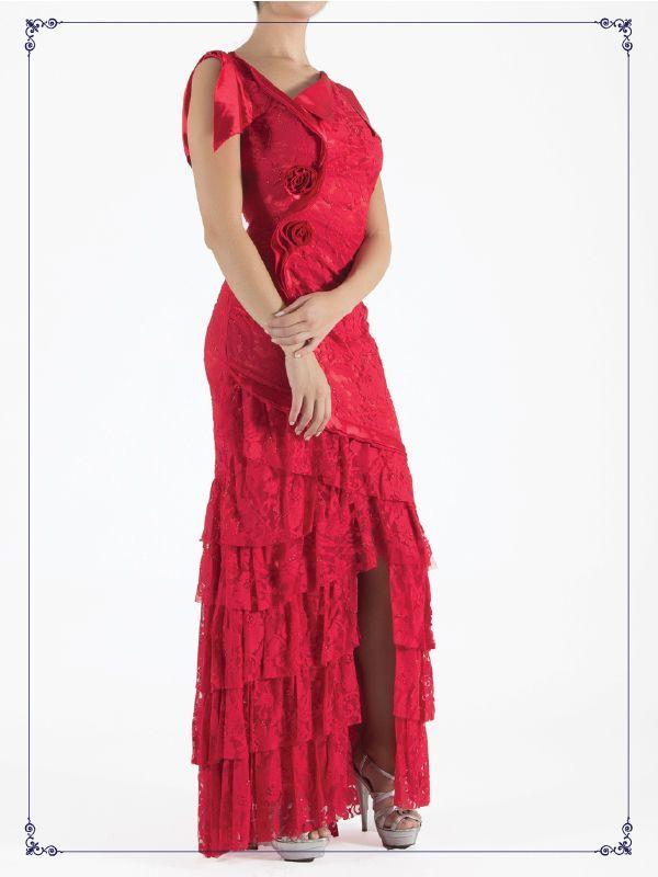 Vestido largo, color rojo con detalle de encaje.  De $1,729 a $1,499