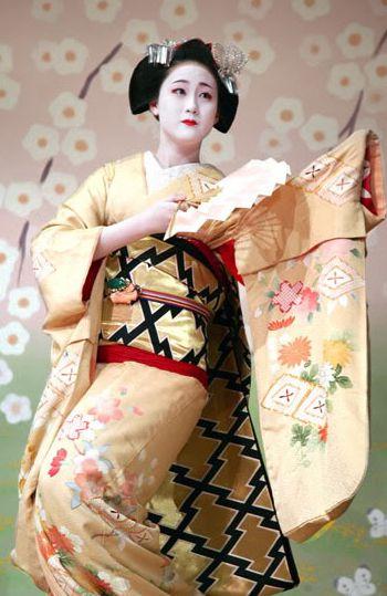 Naozome in Kamishichiken's Kitano Odori, Kyoto. Text and image via mboogiedown-japan blog. 2007, Japan