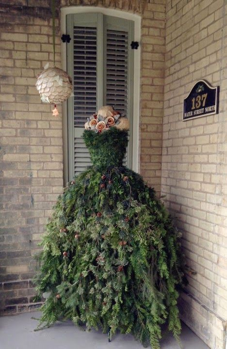 What a great conversation piece!! The Dusty Victorian: Christmas Tree Dress 2014 DIY - The Countess' New Gown