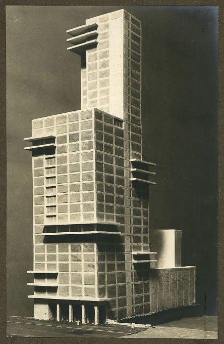 Walter Gropius und Adolf Meyer (Entwurf), Einsendung zum Wettbewerb für ein Bürogebäude der Chicago Tribune, Chicago, Perspektive des Tribun...