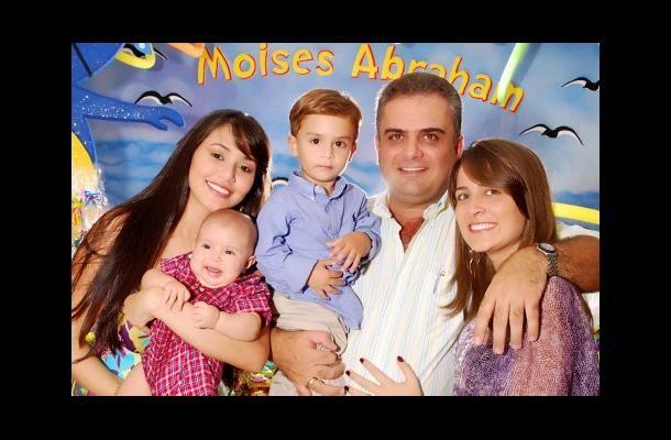 Keny Martínez, Moisés Abraham Besaile, Jonh Besaile, Vanessa Besaile y Abraham Besaile.