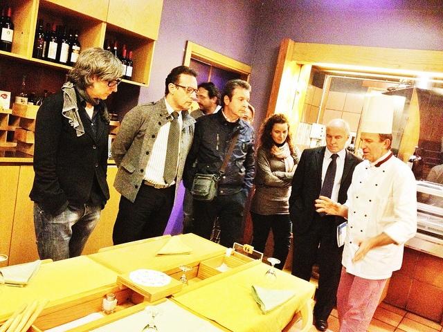 """Cena #vacanzarte (www.vacanzarte.it) per organizzazione eventi """" i giovedì di Riccardo Schweizer"""" — con Giorgia Lucchi (arte boccanera) e Margherita Pisoni (ideaturismo) presso Ristorante Da Silvio by Idea Turismo, via Flickr"""