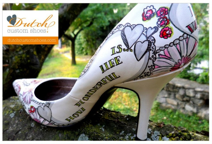 Handbeschilderde trouwschoenen worden exclusief voor jou gemaakt! Handpainted weddingshoes. Every pair is exclusive and specially made for you. #dutchcustomshoes.com
