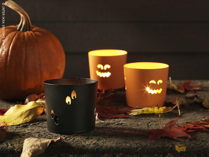 Donnez à votre maison une allure de maison hantée grâce aux photophores BLÅTIRA noirs et oranges. #Halloween