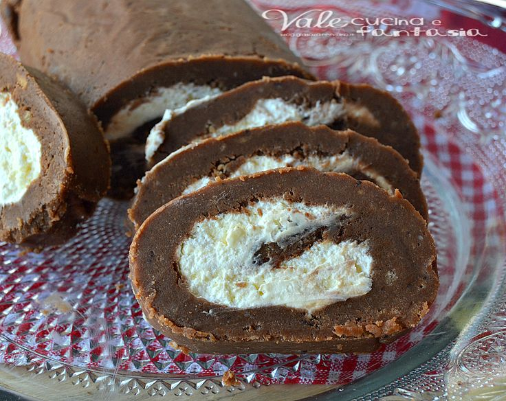 Rotolo al cacao e mascarpone ricetta veloce e senza cottura, facilissimo e goloso , ingredienti golosi per un dolce da fare all'ultimo minuto