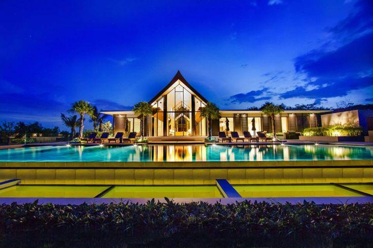 Villa Sawarin by Jean-Michel Gath and Phillipe Starck.