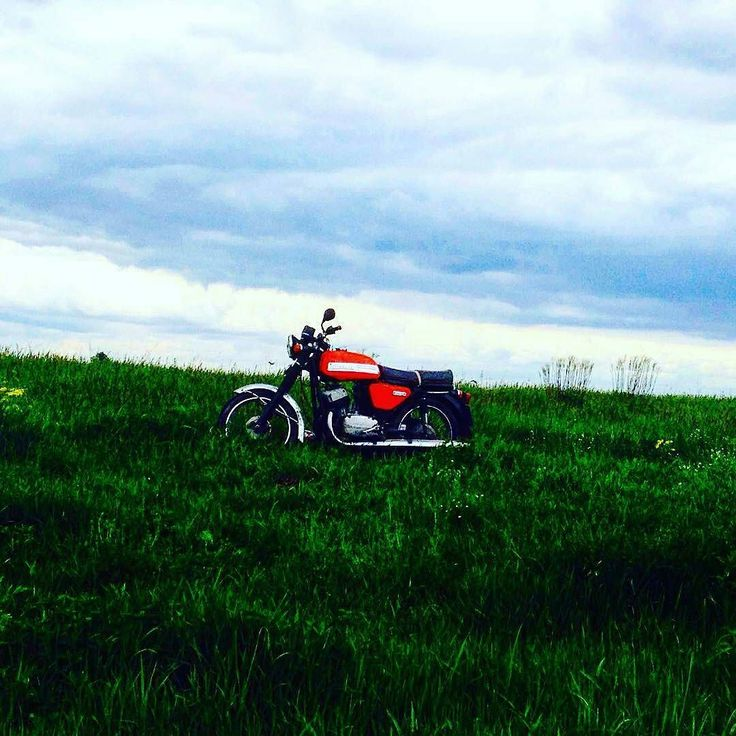 Jawa 350cc Type 634  Photo courtesy of @olehmelko  More photos on - http://ift.tt/1MOOLiU (Link in Profile) | #jawa | #jawamotorcycles.com | #idealjawa| #2stroke | #chrome | #Cz | #biker | #motorcycles | #imtheindianbiker | #yezdi | #yjoci | #retro | #czech | #vintage | #vintagestyle |#india | #motorbike | #caferacer | #bikeporn | #instamotogallery | #dirt | #bike | #picoftheday | #gopro | #motocross | #motorcycleyard |