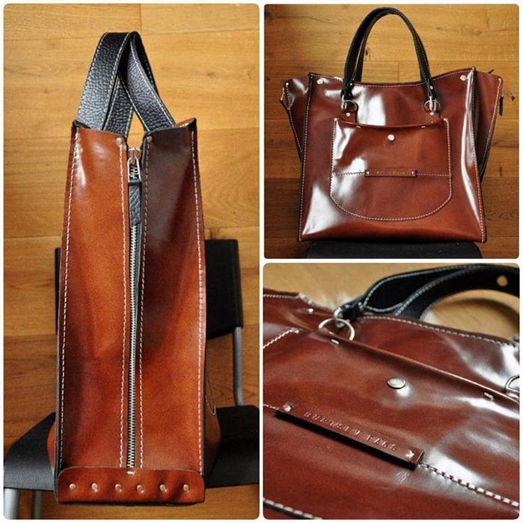 """Новая заказная сумка. По мотивам работы """"Рыжий лак""""  По сути - большая модифицированная цельнокроенная.  Внутри одно отделение + карман.  Размеры: примерно - 42х42х15  #Кожаная_женская_сумка #женские_дизайнерские_сумки #необычные_сумки #авторские_сумки #сумки_ручной_работы #handmade_bags #woman_leather_bags #burtsevbags #tote"""