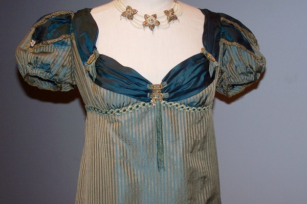 Regency womens fashion, the link is a dead end, so I have no provenance, but I love the front drape and the sleeves. If you know where this is from, please let me know :)