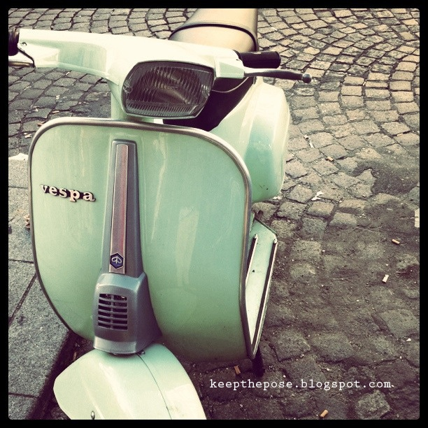 Oh how much I wish it was socially acceptable to drive a Vespa all around Fort Payne. Huhhh...