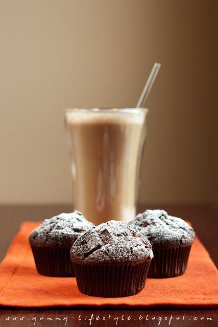 Yummy Lifestyle - Z uwielbienia dla jedzenia.: Muffiny czekoladowe z krówkami.