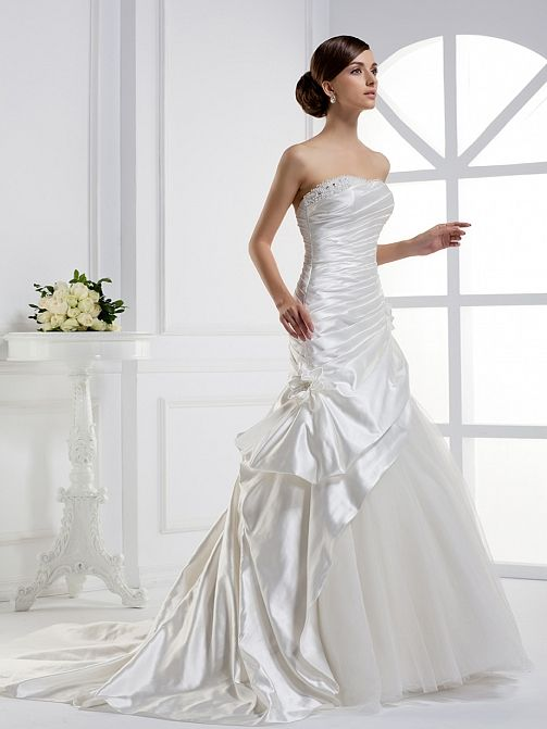 Strapless A-line fashionable bridal gown