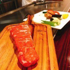 西新のステーキハウスFukudasanchiへ シェフはヒルトン福岡シーホークで腕を振るっていたとあってどれも絶品 季節の前菜では生のコリンキーのサラダ コリンキーってこうやって食べるんだぁ美味しい(ᵒ  ᵒ)wow! グラスワインはなんと450円というお手頃価格 あぁ美味しかった  #西新の美味しいお店 #ステーキハウス #fukudasanchi #西新の隠れ家 #鉄板焼きディナー #フクダサンチ tags[福岡県]