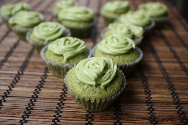 Green Tea CupcakesTeas Recipe, Minis Green, Minis Dog Qu, Cupcakes Recipe, Cupcakes Mad, Green Teas Cupcakes, Matcha Cupcakes, Cupcakes Rosa-Choqu, Cupcakes Stands