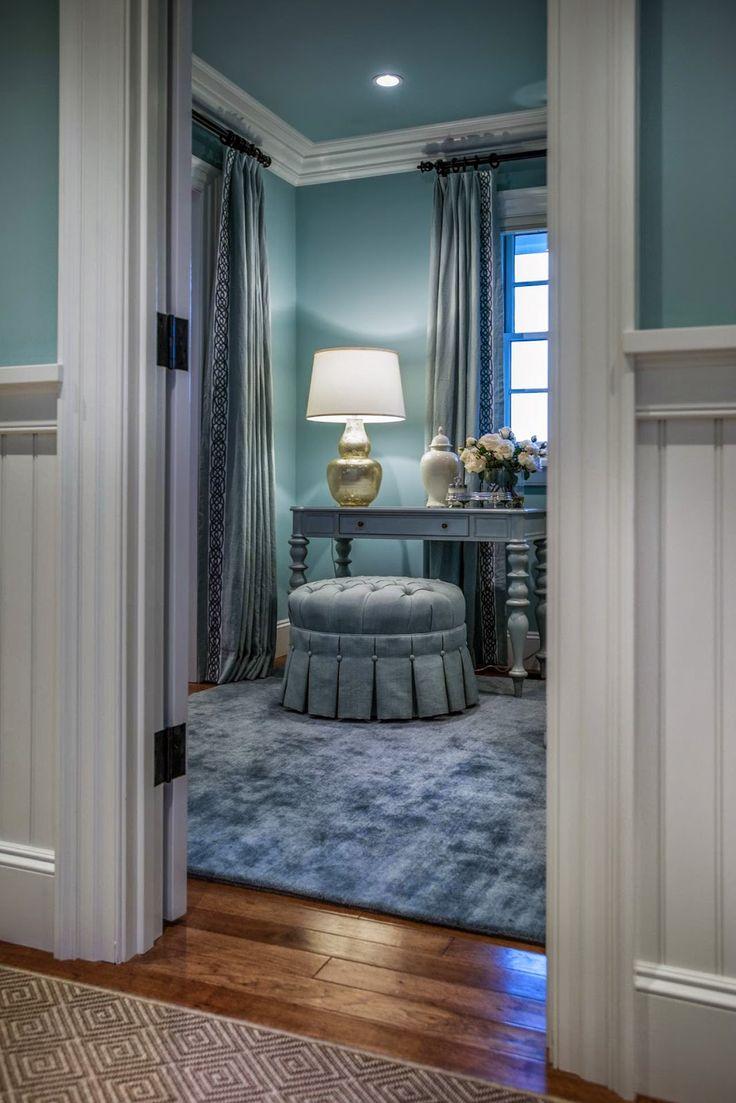 Adiacente alla camera da letto padronale ,  troviamo come prima cosa, la stanza per vestirsi! Si trova a fianco  della cabina ...
