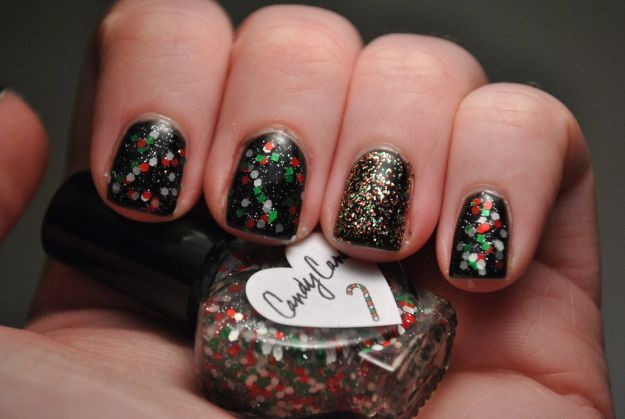 Черный маникюр с крупными и мелкими разноцветными блестками ::: onelady.ru ::: #nail #nails #nailart #manicure