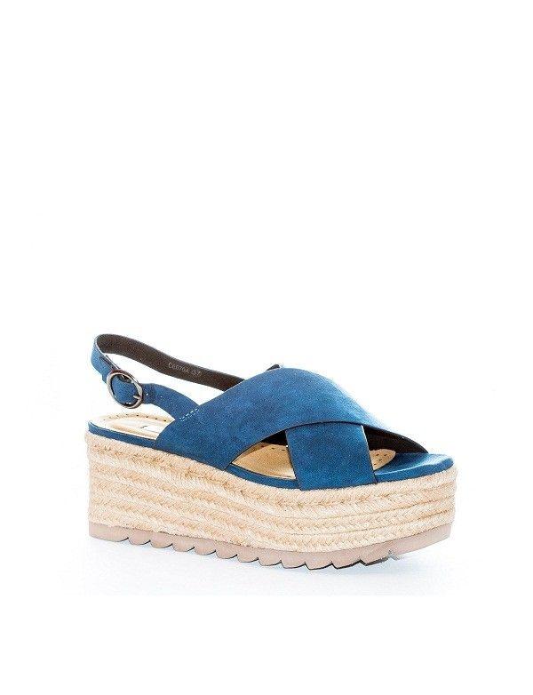 Sandalia Cuña Esparto Cruzada en Azul, el nuevo color de moda.