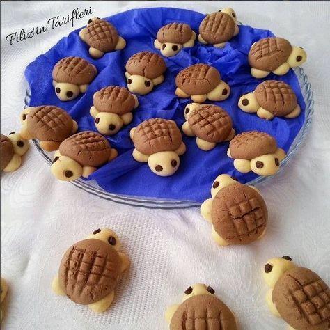 Kaplumbağa kurabiye tarifi, sunuma önem verenlerin oldukça ilgisini çekecek bir kurabiye tarifidir. Aşağıda verilen ölçülere göre ortalama 30 adet kurabiye çıkmaktadır. Malzemeler: