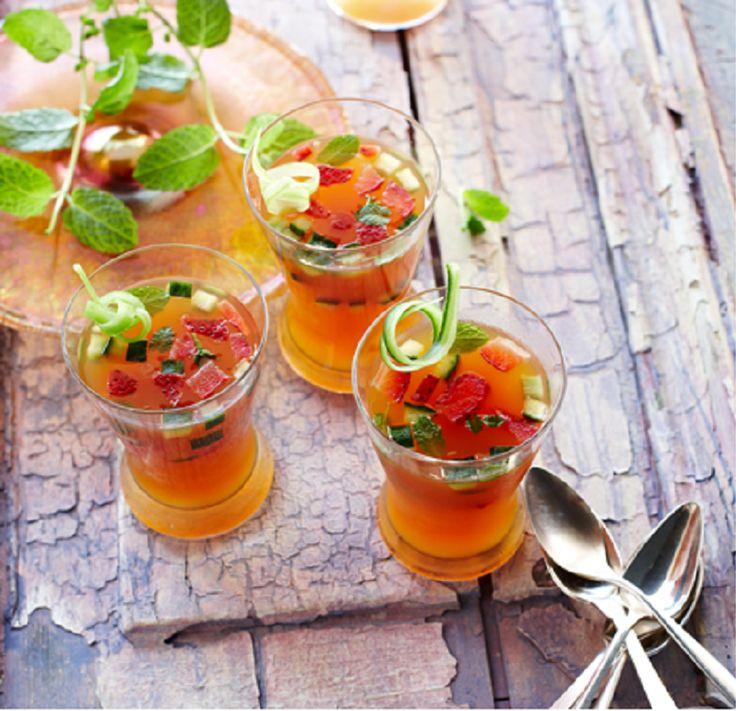 A receita de hoje é uma geleia bem refrescante a base de licor, suco de limão e frutas!