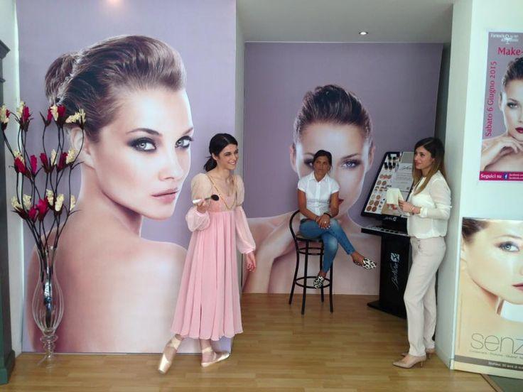 Vincenzo Cucchiara all'opera!  Make Up Artist di fama internazionale, Vincenzo ha regalato un momento di alta cosmesi, in esclusiva per le nostre clienti...