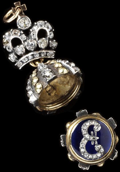 THE ROMANOVS JEWELS ~ The famous pendant of 1790 that could be presented by Catherine II to her courtiers. Opened, in details