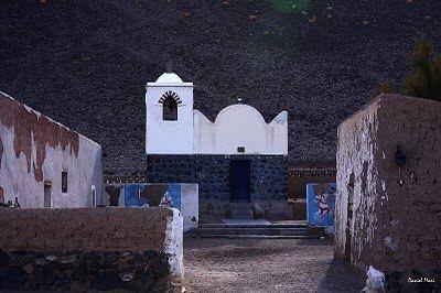 poblado de Antofalla, que significa lugar donde muere el sol. Es habitado por 56 personas. A la pequeña capillita, van a la tarde a rezar el rosario, cuentan con visita sacerdotal una vez al año.