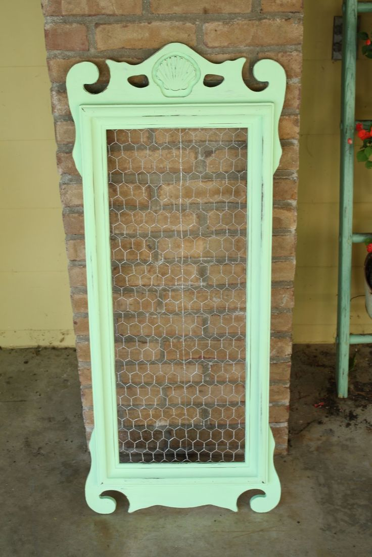 I saw something like this at a boutique today.  It was very cute.... ............. Primitive & Proper: mint green message board from mirror frame with chicken wire