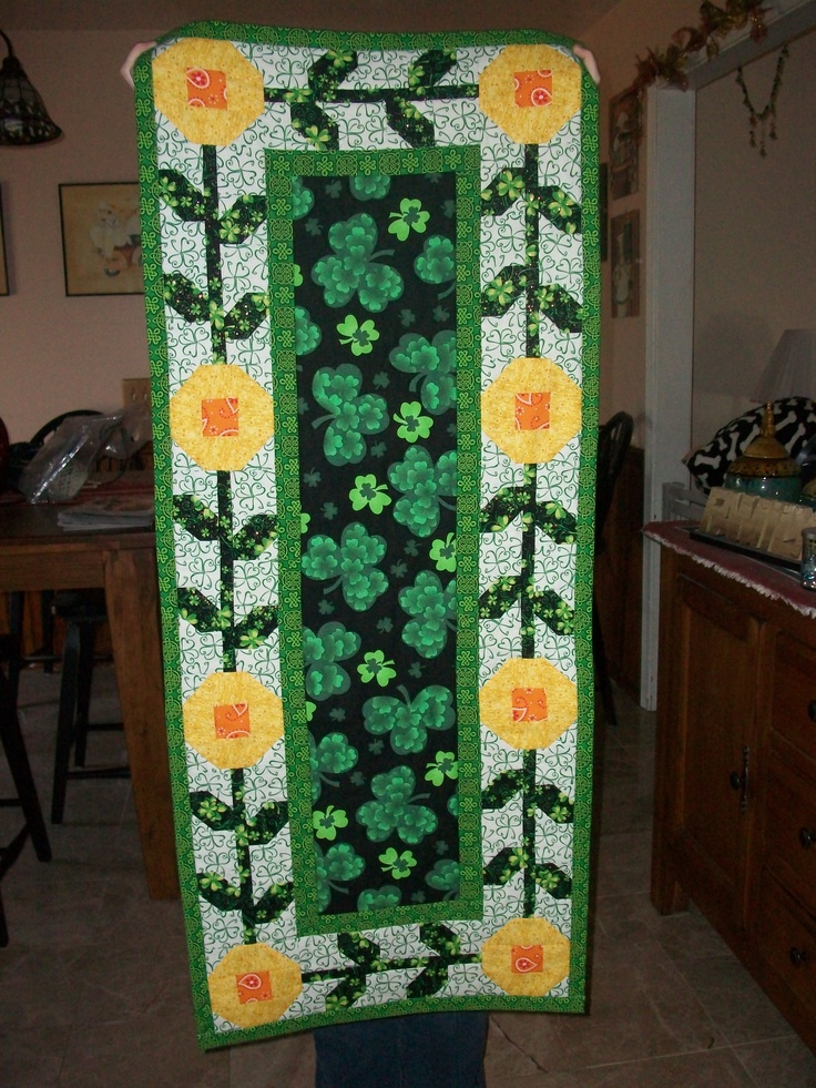 Table Runner Spring Fling From Fons Amp Porter Quot Table Top