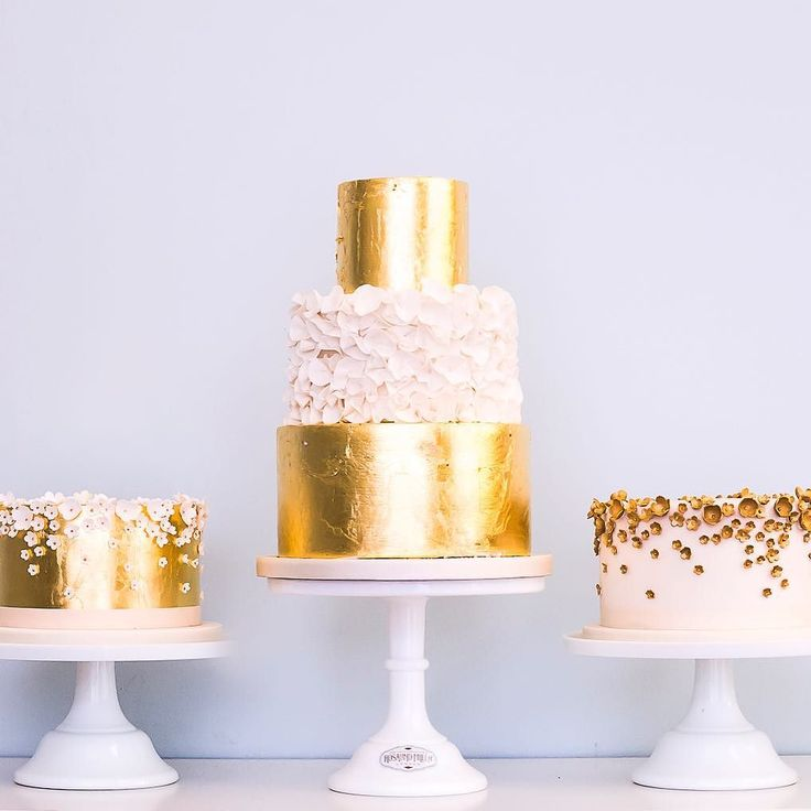 The Time Of Year To Make All Things Shiny And Gold Weddingcake Weddingcakes