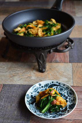 3分 フライパンで簡単 万能 冬の 常備菜 小松菜、油揚げ、金柑の中華炒め 豊菜JIKAN × 輝くフライパン|レシピブログ