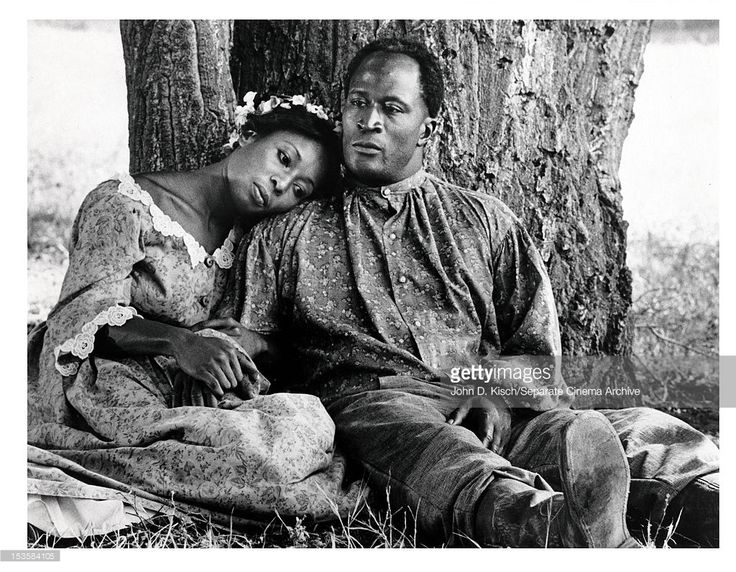 Publicity still of American actors John Amos and Madge Sinclair in the ABC TV series 'Roots,' 1977.