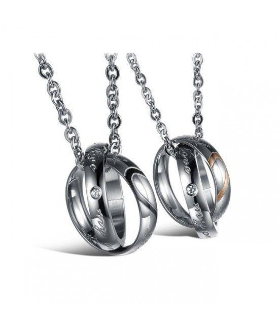 Este un set de coliere al caror design celebreaza dragostea. Unul din coliere este special gandit Pentru El, iar cel de-al doilea, Pentru Ea. Ambele coliere iau forma unor verighete imbratisate, creand astfel imaginea iubirii eterne.Reprezinta cadoul perfect pentru tineri casatoriti #cadouri #nunta #bijuterii