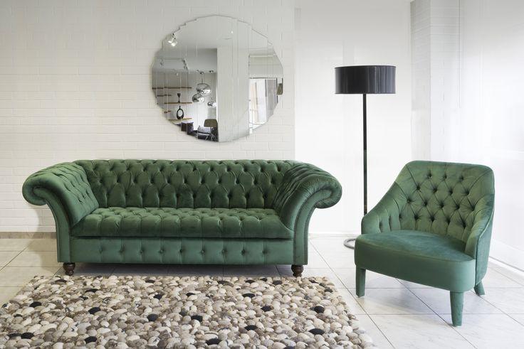 Winchester Chesterfield klasszikus ülőgarnitúra és Sophie Capitonne modern Chesterfield stílusú design fotel.