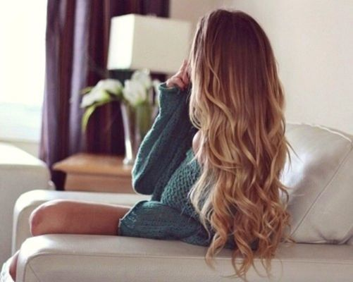 blonde, cabello, beauty, beautiful, waves, sweater, healthy, photo, <3, ombre effect, fashion, dirty blonde, curly hair, long hair, her hair <3, lovely, shine, :), style, curls, knit sweater, wavy hair, girl