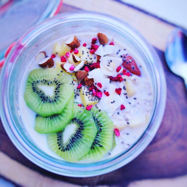 Sund glutenfri morgenmad - prøv disse overnight oats, der både er veganske og laktosefri. Sund og lækker morgenmad, der er let at lave.