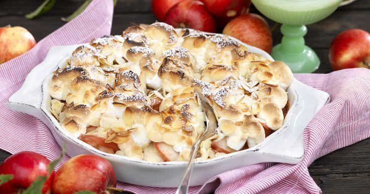 Så enkelt och så gott! Baka äpplena i ugn under ett fluffigt marängtäcke. Severa härligheten med grädde, glass eller vaniljsås.