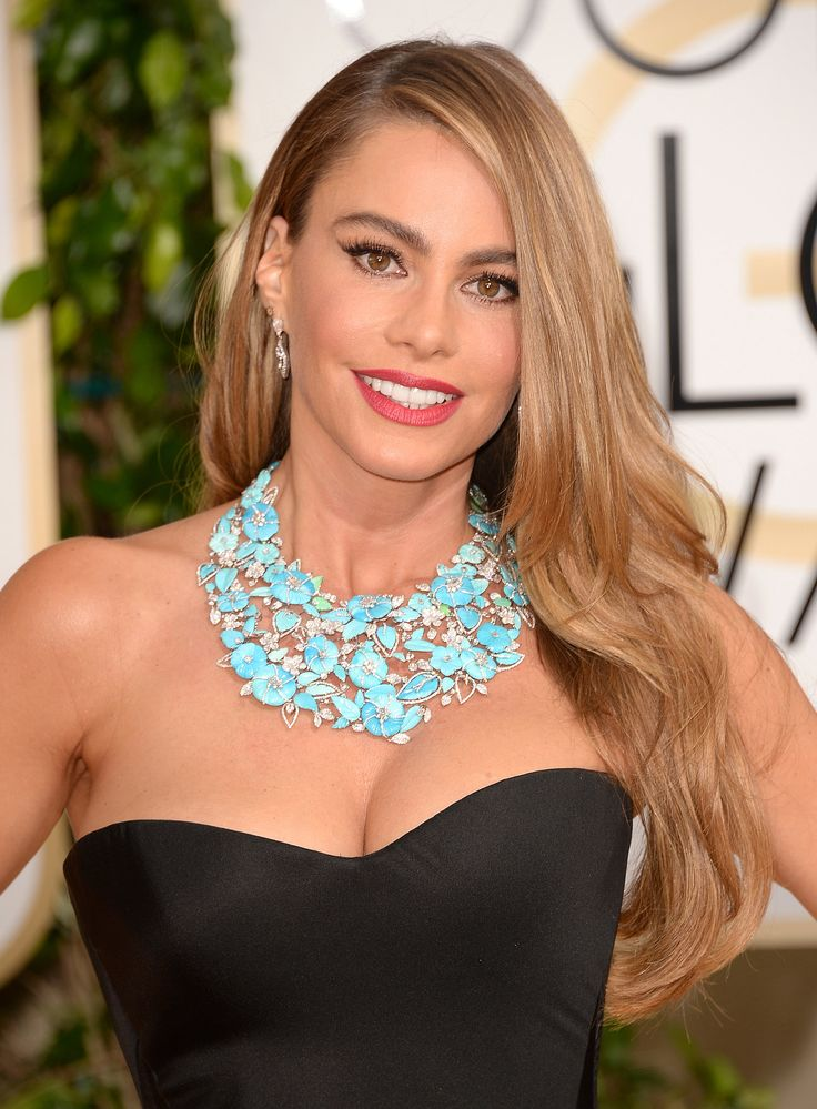 Golden Globes 2014 - Sofia Vergara wearing over $3 million worth of Lorraine Schwartz jewellery.  A carved floral Turquoise and Diamond Necklace.  A 12 Carat Sideways Set Diamond Oval Ring set in platinum.  A double Marquise platinum Pinky Ring..  and, Marquise Diamond Drop Earrings. WOW!!!!   https://www.facebook.com/media/set/?set=a.623019637744156.1073741828.140753075970817&type=1