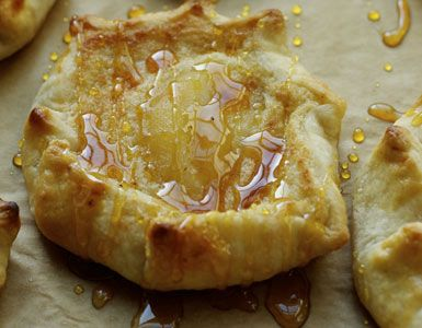 Pear Crostata with a bit of spice and a lot of delicious.