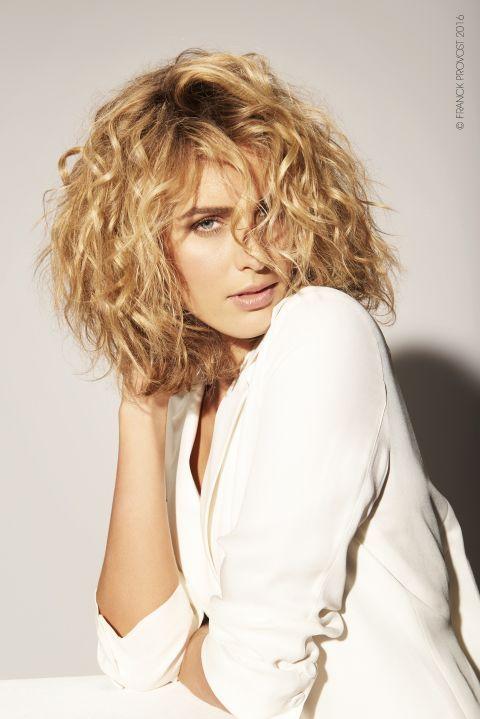 Dal lob in versione shag al look messy: le proposte degli hairstylist per la primavera estate 2016 sono un inno alla libertà di movimento