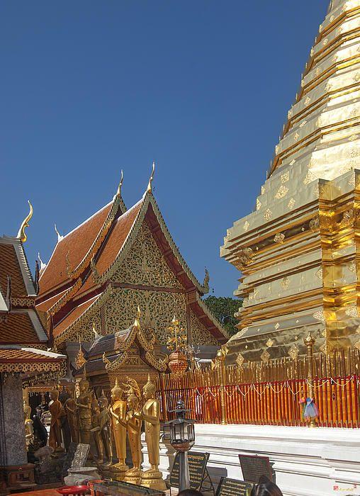 2013 Photograph, Wat Phratat Doi Suthep Wiharn Gable, Tambon Suthep, Mueang Chiang Mai District, Chiang Mai Province, Thailand. © 2013.  ภาพถ่าย ๒๕๕๖ วัดพะรธาตุดอยสุเทพ หน้าจั่ววิหาร ตำบลสุเทพ เมืองเชียงใหม่ จังหวัดเชียงใหม่ ประเทศไทย