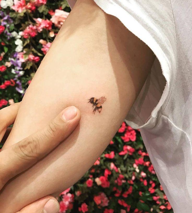 ute bumblebee von Nicki · West 4 Tattoo New York City Manhattan, NYC #bumblebee #manhattan #nicki #tattoo