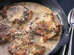 Matildas enkla recept på fläskkotletter är efterlängtat. Lätt, fantastiskt gott och prisvärt. Salvia är en lite bortglömd krydda som passar utmärkt till fläskkött. Servera gärna pressad potatis till för att fånga upp den goda såsen.