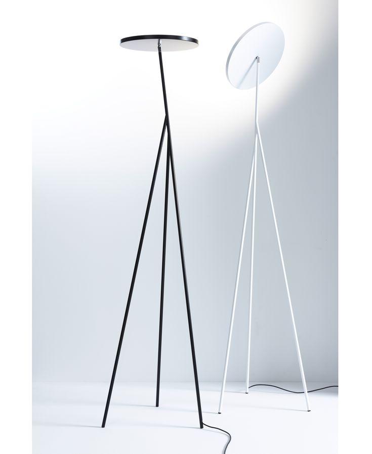 Der Deckenfluter Faro von Anta wurde erstmalig im Jahr 2013 auf der internationalen Mailänder Messe Euroluce vorgestellt. Das puristische Design und eine beeindruckende Lichtleistung von ca. 6700 Lumen machen diese Leuchte zu einem eleganten Objekt und Lichtwerkzeug. Mit dem Standfluter Faro... ca. 1200 EUR