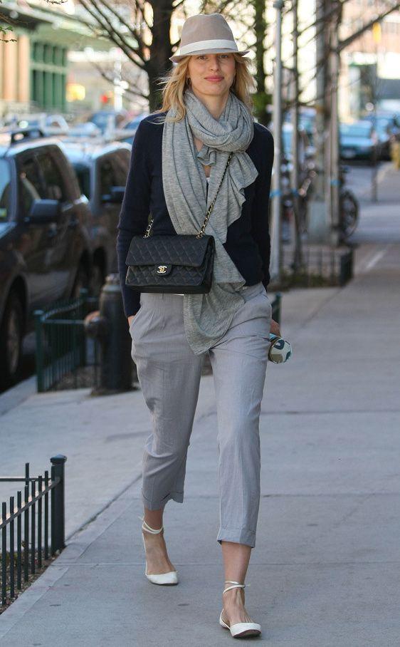 Los bolsos iconos de las firmas de moda: Karolina Kurkova con el 2.55 de Chanel